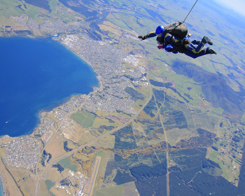 There is not list of the best activities with Kiwi Experience without Skydiving.