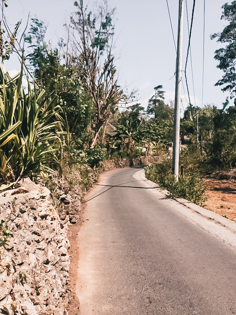 Exploring Nusa Ceningan by foot is less adventurous than exploring Nusa Lembongan by foot.