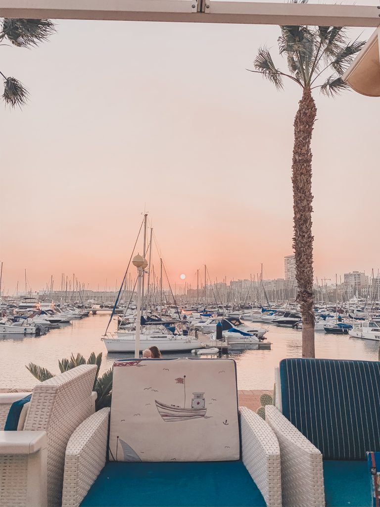 When being in Alicante on a budget, don't miss the opportunity for a beautiful sunset.